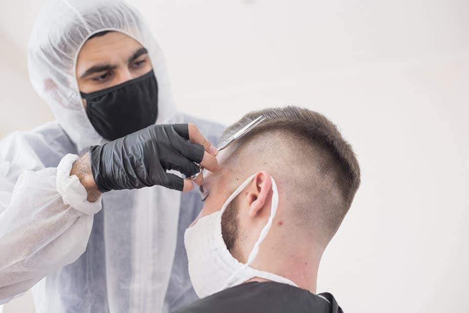 Friseursalons öffnen wieder unter Corona-Auflagen